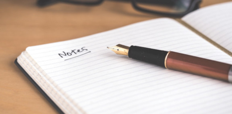 Notizen helfen dir dabei, die Zusammenfassung besser zu strukturieren. Quelle: Unsplash - Urheber: David Travis