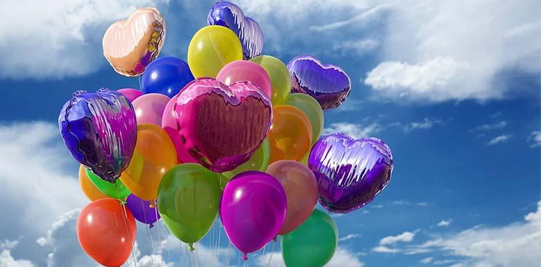 Bunte Luftballons - Datum auf Englisch Geburtstagseinladung