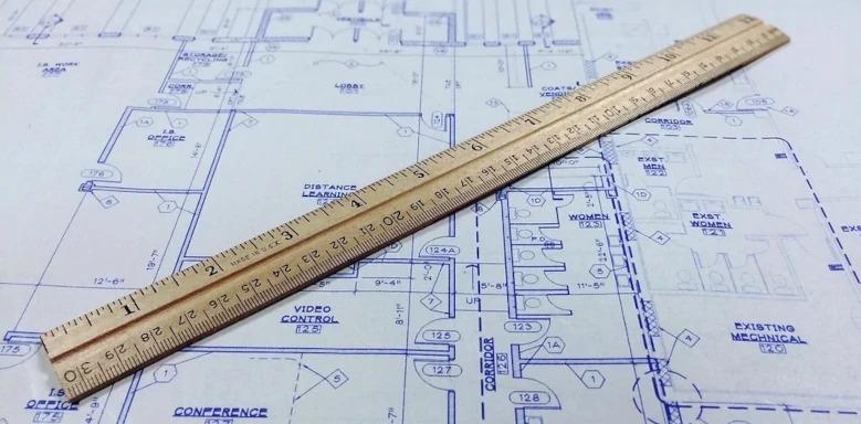 Lineal auf einer Gebäudeskizze