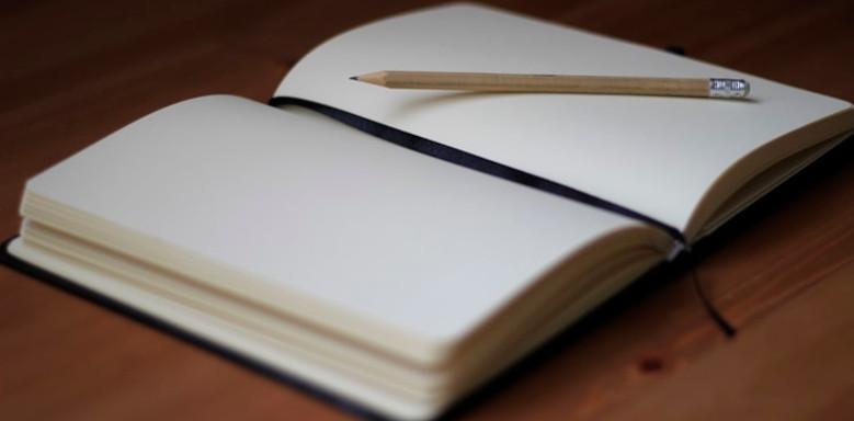 Bleistift auf einen Notizbuch