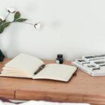 Glosse Schreibtisch