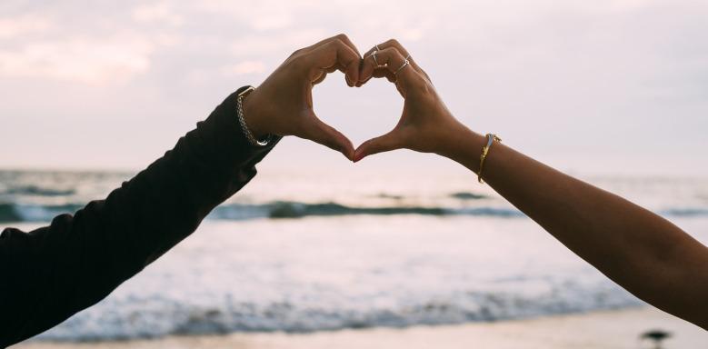 Paarhand in Herzform