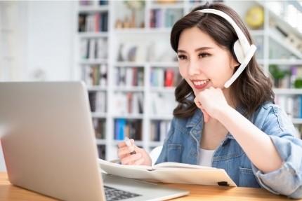 Sprachunterricht muss nicht immer im Ausland genommen werden, auch Online gibt es Lehrangebote