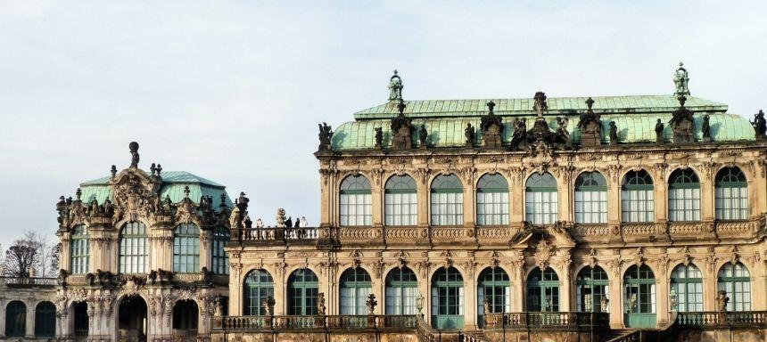 seitlicher Blick auf den Zwinger Dresden