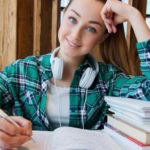 Mädchen am Schreibtisch - Effektiv lernen