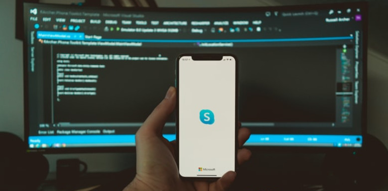 Smartphone mit Skype-App