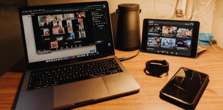 Rechner, Tablet und Smartphone