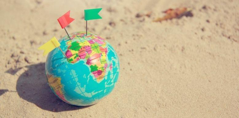 Sprachlern-Apps - Weltkugel im Sand